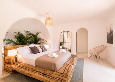 201-BedroomMaster1